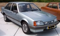 Opel_Rekord_E2_-3D_with_halogen_in_front.jpg